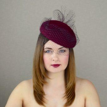 DARLA tumši sarkana filca cepure ar plīvuru