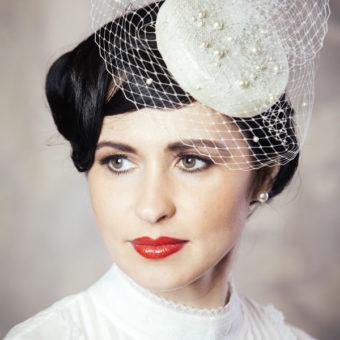 REGĪNA līgavas cepure ar plīvuru un pērlēm