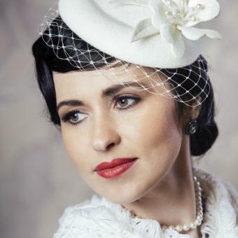 KAMĒLIJA truša vilnas cepure līgavai ar plīvuru