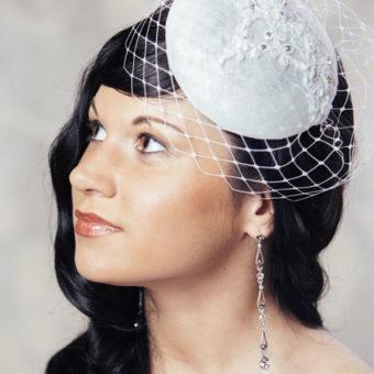 RENĒ cepure līgavai ar mežģīnēm un plīvuru