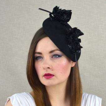 ANNIJA melna filca lāses formas cepurīte