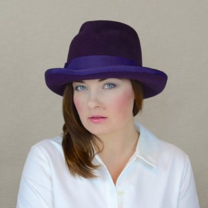 MELISA – baklāžāna krāsas velūra filca fedora cepure