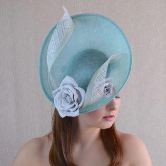 FLĒRA zila cepure svētkiem ar rozēm