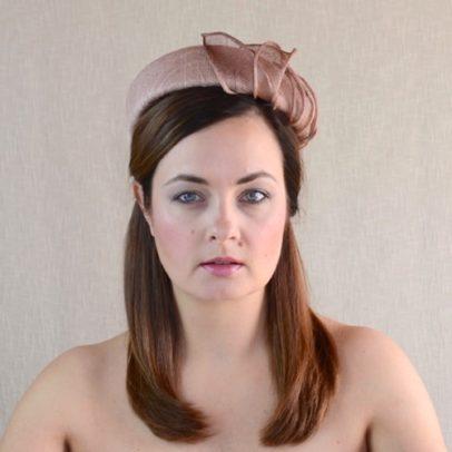 THEA brūna cepure svētkiem
