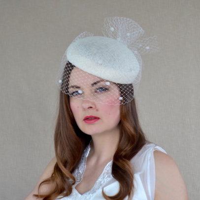 DARLA krēmkrāsas cepure ar plīvuru