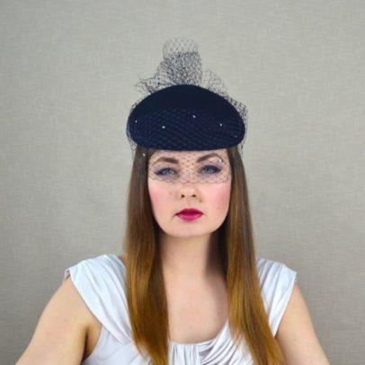 DARLA tumši zila filca cepure ar plīvuru