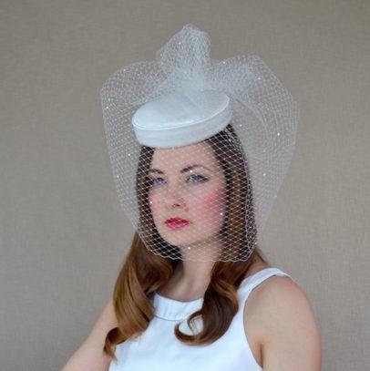 FREJA dabīgā zīda cepure līgavai ar apjomīgu plīvuru