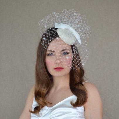 MARIANNA krēmkrāsas cepurīte ar plīvuru