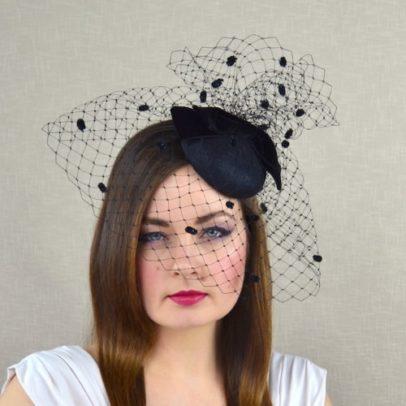 MARIANNA melna cepurīte ar plīvuru