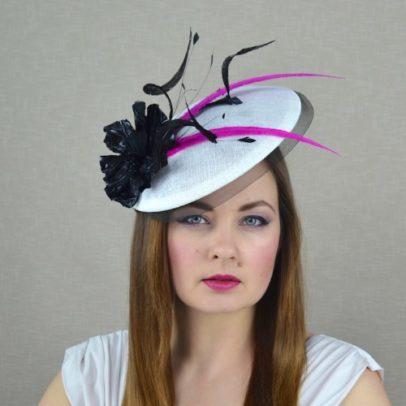 MINJONA melnbalta svētku cepure