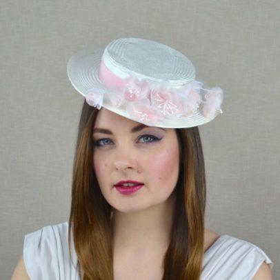 OFĒLIJA krēmkrāsas cepure svētkiem